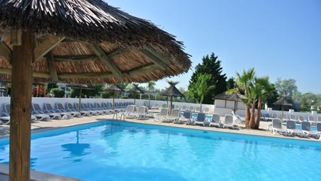 camping piscine chauffée en camargue