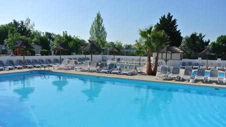 camping avec pataugeoire arles