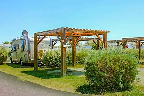 camping emplacement avec tonnelle camargue