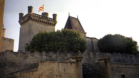 Découvrir la tour de la ville d'Uzes