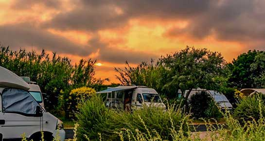 location emplacement camping car camargue