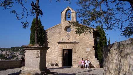 Visiter l'église de baux de provence