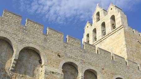 Visiter l'Église aux Saintes Maries de la Mer