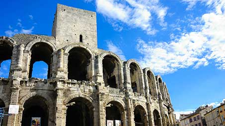 Visiter les monuments de Arles