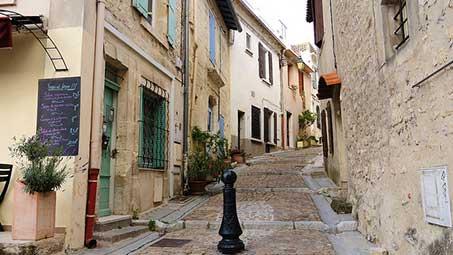Visiter les rues de Arles en Camargue