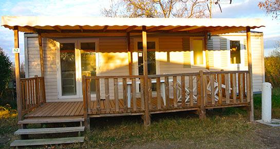 camping en camargue avec mobil home avec terrasse